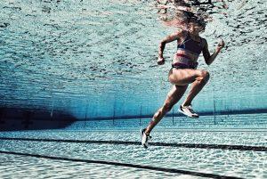 suda koşu, running